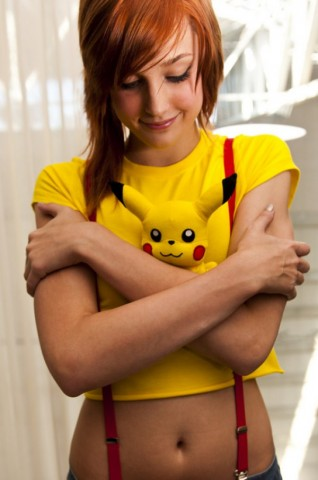 Chica con cosplay de misty de pokemon